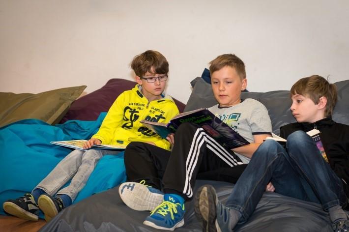 Lese-Spaß in der Lese-Ecke; Foto Christine Götz]