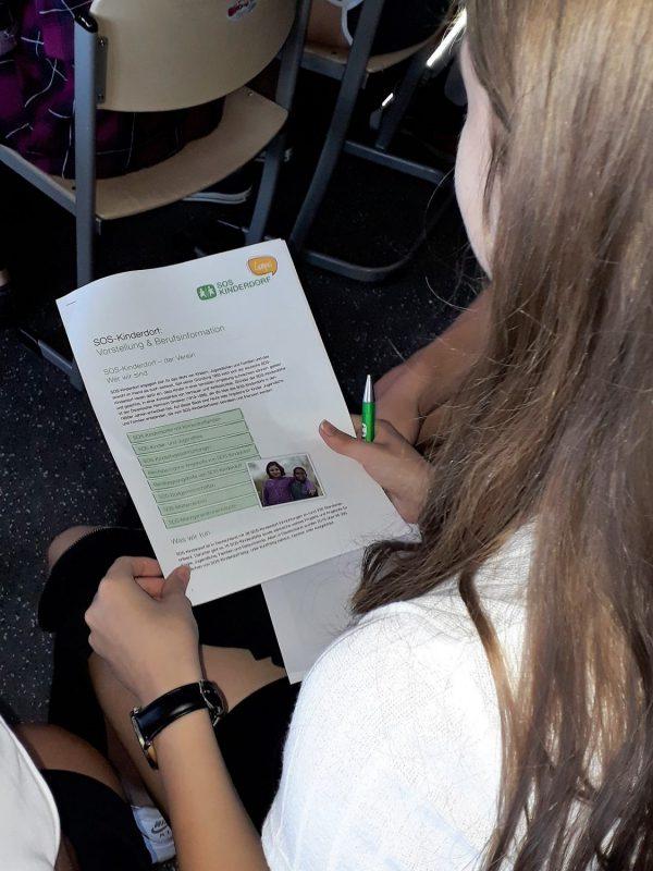"""""""Weil Jeder Eine Familie Braucht"""" – Informationen über Das Hilfswerk """"SOS-Kinderdorf E.V."""""""