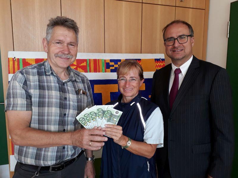 AVG Und KITE – Gelebte Nachhaltigkeit:  Abiturjahrgang 2018 Spendet Für Das Schulprojekt