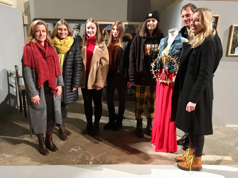 """Ausstellung Des P-Seminars """"Kunst Der Verwandlung"""" Unter Der Leitung Von Frau Jordan"""