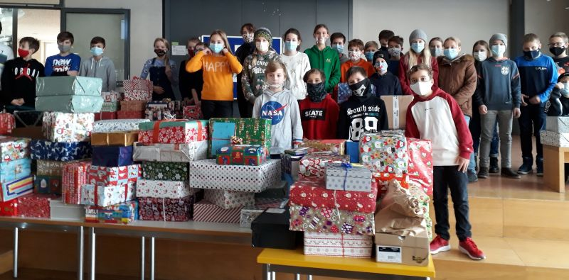 Weihnachtsfreude Teilen! Über 130 Päckchen Von Schülerinnen Und Schülern Des AVG  Für Emmertinger Rumänienhilfe Gespendet!